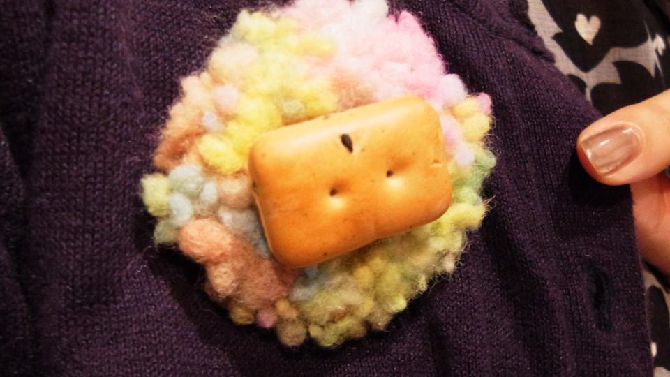 羊毛でもふもふ乾パンバッヂ